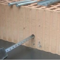 Szyna perforowana V-15x200x2 montaż w materiałąch komorowych porotherm, cegła kratówka